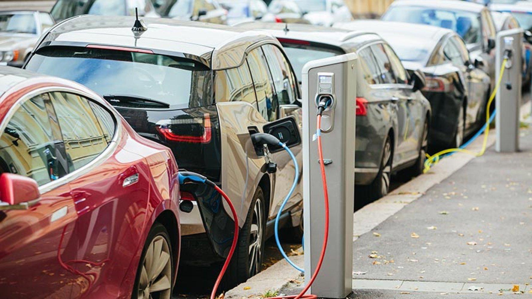12 volt batteri elbil: Derfor har elbilene et ekstra batteri